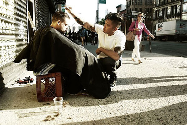 New York based hair stylist gives free haircuts