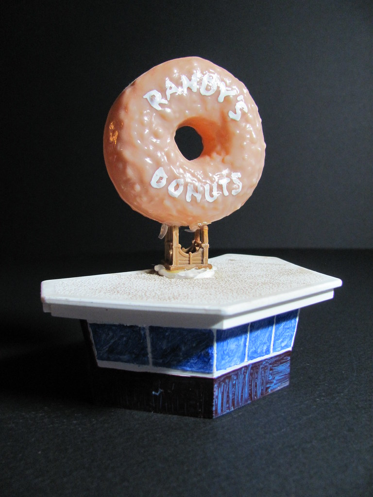 World's Smallest Version of Randy's Donuts, Inglewood CA