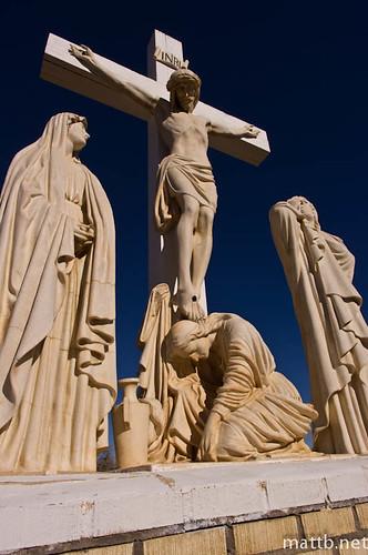 blue sky monument grave graveyard statue jesus kx curcifix da15