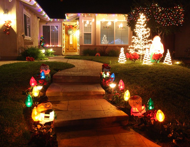 Christmas light walkway explore san diego shooter 39 s for Sidewalk christmas lights