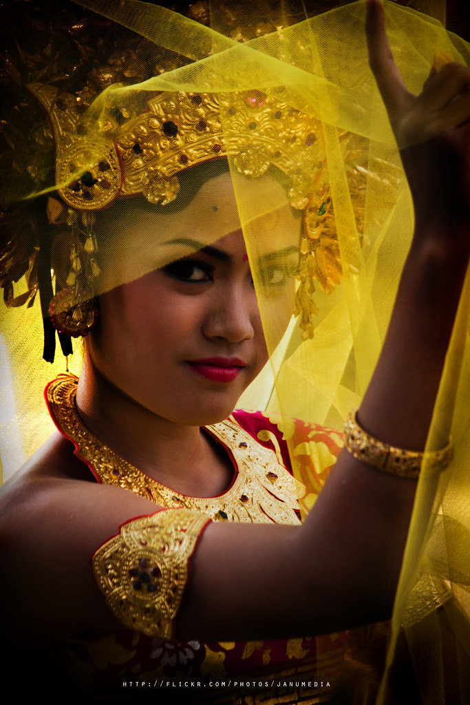 balinese girl image : A Balinese Girl Behind The Yellow Shawl