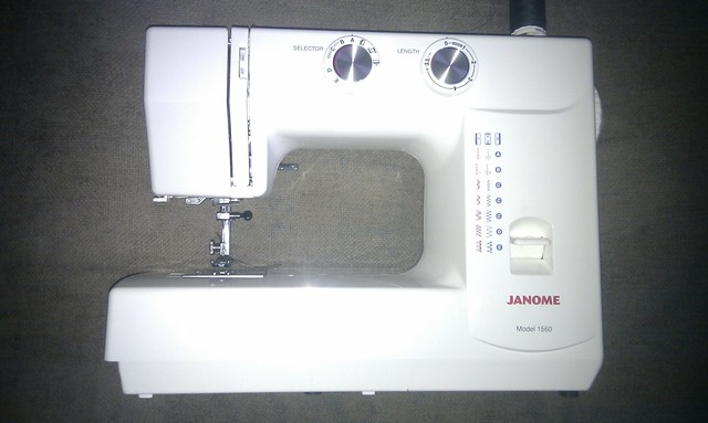 definition of sewing machine