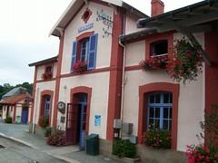 town, building, property, inn, house, residential area, real estate, facade, home, neighbourhood,
