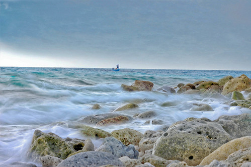 ~♥*~''Waves breaking over rocks as a foggy...♥¨`»