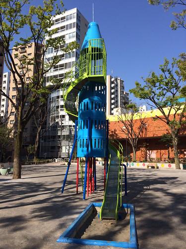 とらちゃんと恵比寿公園 - ロケット滑り台