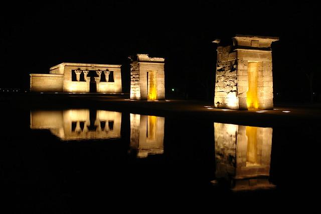 El Templo de Debod se encuentra en el parque de oeste, conservando su orientación original Templo de Debod de Madrid, vínculo eterno con Egipto - 5316503382 fc440d7af1 z - Templo de Debod de Madrid, vínculo eterno con Egipto