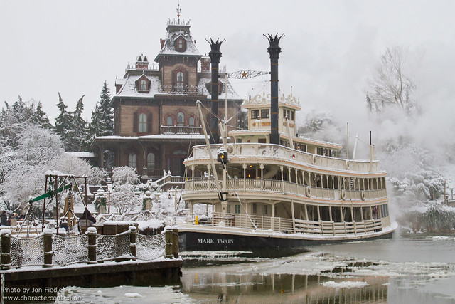 DLP Dec 2010 - Wandering through a very snowy Parc Disneyland
