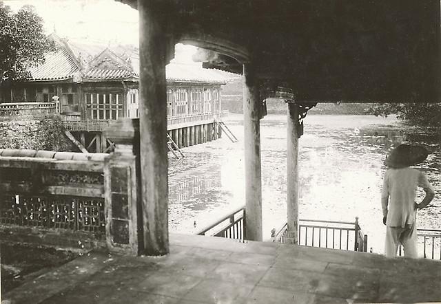 Les bains royaux dans les jardins du tombeau de l'empereur Tu Duc 1919-26