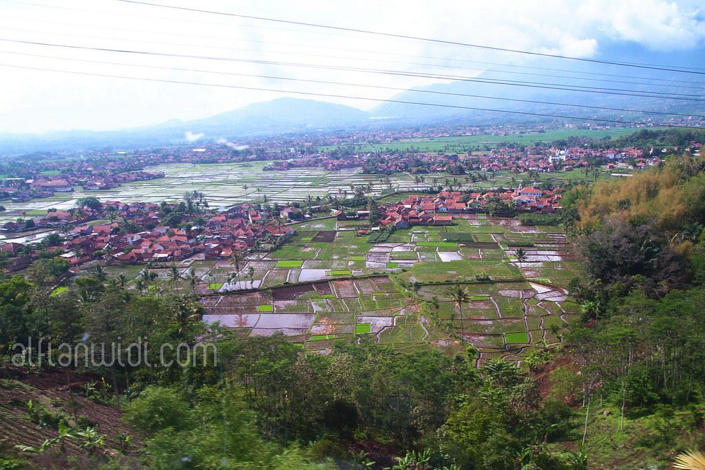 1.Pemandangan cantik menuju Pangandaran menggunakan kereta api.