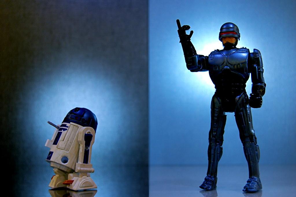 R2-D2 vs. RoboCop (341/365)