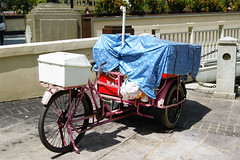 rickshaw(0.0), horse and buggy(0.0), antique car(0.0), bicycle(0.0), cart(0.0), automobile(1.0), vehicle(1.0), transport(1.0), land vehicle(1.0), carriage(1.0), tricycle(1.0),