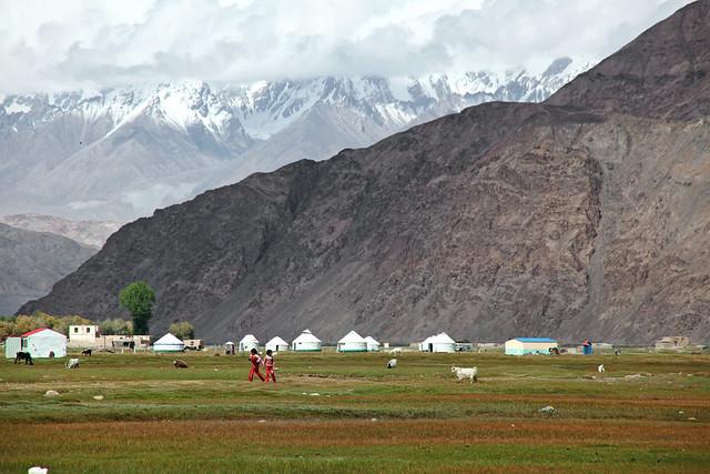タシュクルガン、湿地帯のキルギス族テント