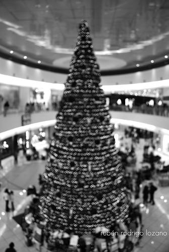 christmas blackandwhite bw blur tree blancoynegro mexico navidad nikon bokeh yucatan christmastree merida mexique merrychristmas feliznavidad d60 arboldenavidad yucatán árbol mérida méxico altabrisa nöel rocoeno altabrisafashionmall plazaaltabrisa joyeuxnöel