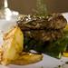 L'Entrecôte avec pommes de terre rustique et asperges by Bruno Stock