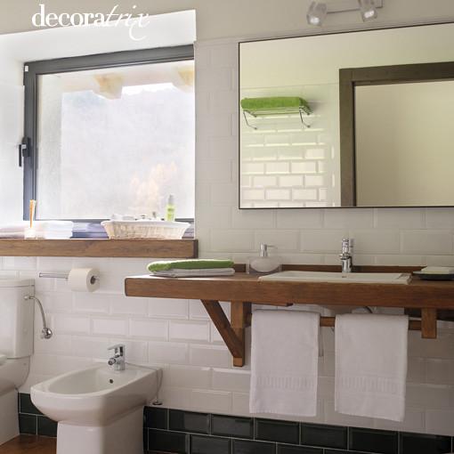 Azulejos blancos en el baño  Flickr - Photo Sharing!