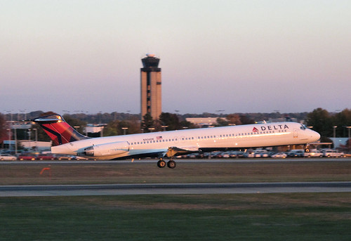 Delta - McDonnell Douglas MD-88 - N906DE