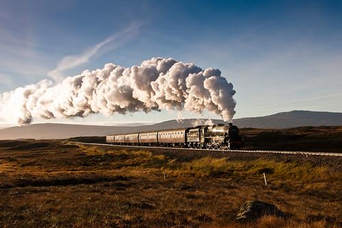 autumn west sunrise dawn scotland highlands moor corrour rannoch westhighlandline stanier black5 44871 thejacobite pwpartlycloudy