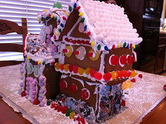 gingerbread house, gingerbread, food, cake decorating,