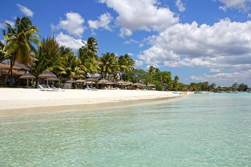 ocean sea beach palms boats island day cloudy maurice indianocean ile shore parasol tropical mauritius umbrellas deckchairs sunshades trouauxbiches 550d