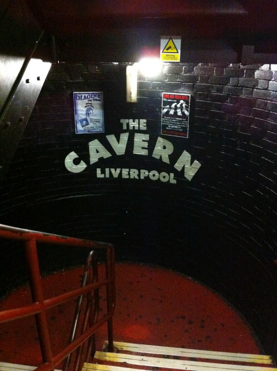 Ruta de los Beatles: Interior de The Cavern, aunque éstas caras las quitaron hace un tiempo. ruta de los beatles - 5333138577 bac57d56e8 o - Ruta de los Beatles en Liverpool
