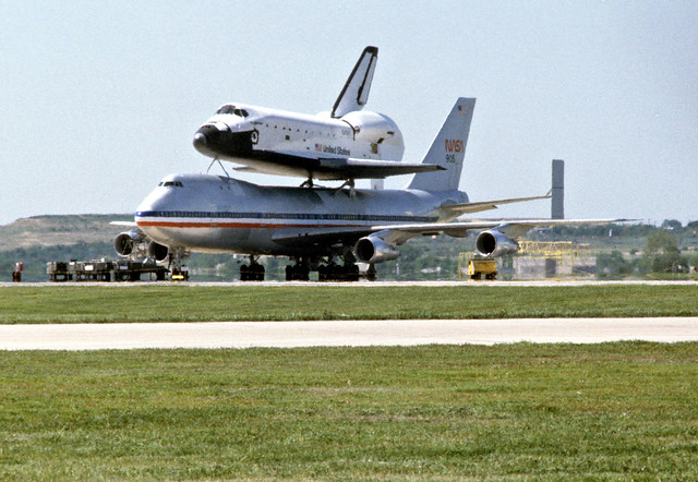 kelly afb space shuttle carrier aircraft - photo #9