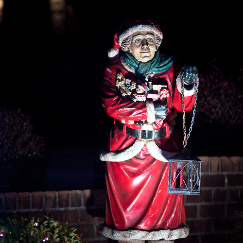 2010 - Dyker Heights-5-Mrs. Clause