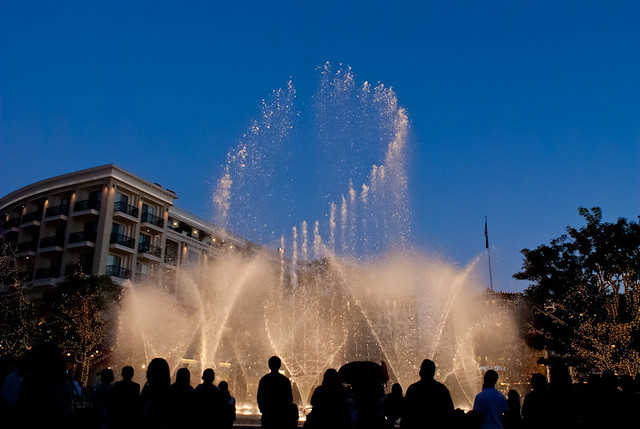 Fountain at Americana, Glendale