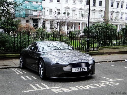 Aston Martin AMV12 Vantage