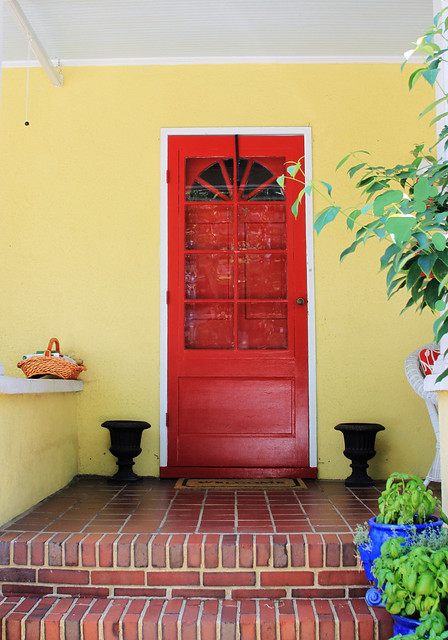 Annapolis red door on yellow house 610 flickr photo for Yellow and red house