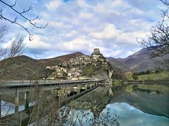 Castel di Tora - riflessi d'inverno