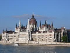 chã¢teau, building, palace, landmark, cityscape, spire,
