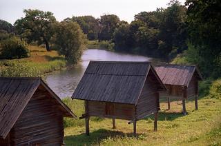 Barns on stilts in Suzdal // Амбары на сваях в Суздале