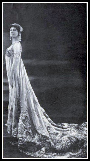 1907 Theatre - Mme Genevieve Vix as Circe, an opera comique by the Brothers Hillenacher at the Opera Comique, Paris