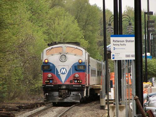 railroad travel station train diesel engine rail f10 transportation shuttle patterson mta locomotive metronorth 411 emd