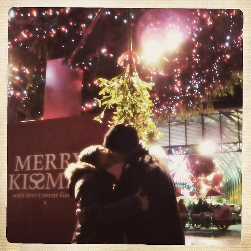 A kiss under the kissmas tree