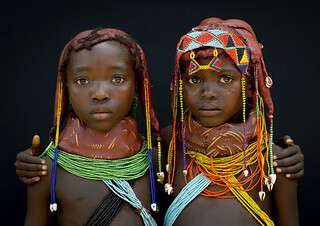 Two Mumuhuilas little girls - Angola