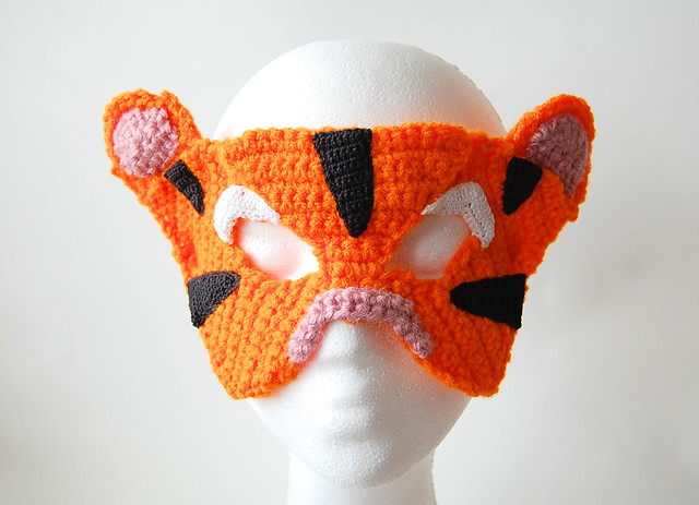 crocheted tiger mask by knot by gran'ma