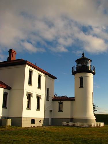 seattle light sunset shadow sunlight lighthouse ferry architecture whidbeyisland porttownsend pugetsound coupeville fortcasey admiraltyheadlighthouse