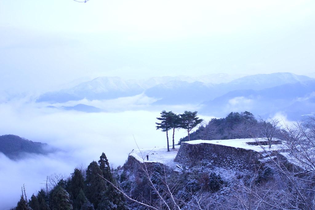 冬の雲海に浮かぶ竹田城からの風景