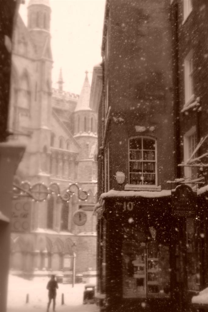 La nieve me dejó muchas geniales estampas como ésta estrecha calle que concluía en la York Minster York, magia e historia tras la nieve - 5272917941 ebb262cd10 o - York, magia e historia tras la nieve