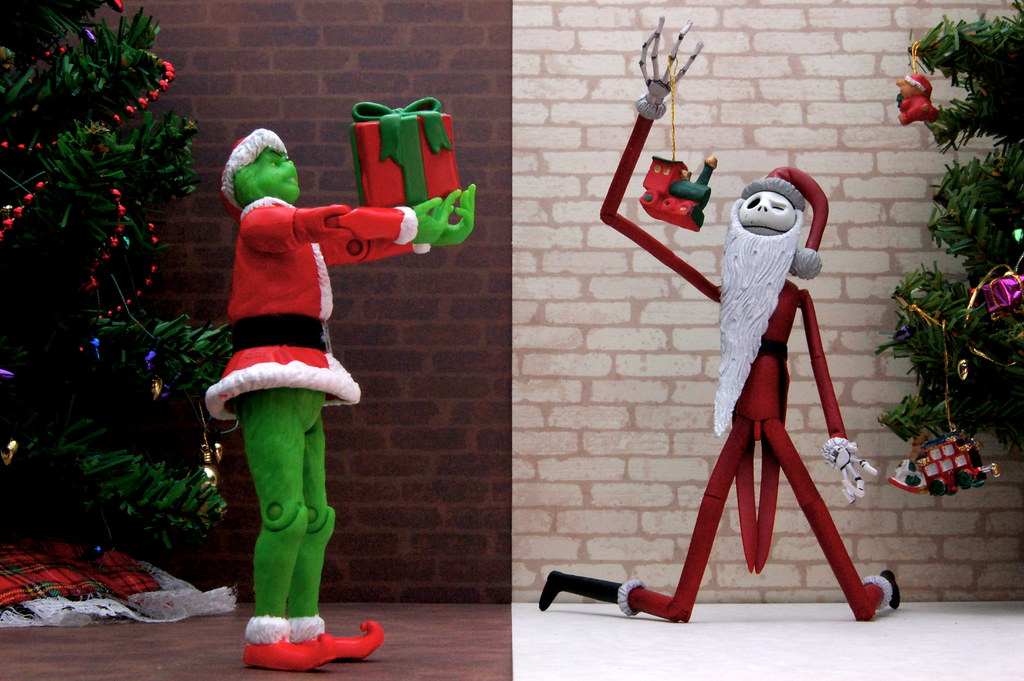 Santa Grinch vs. Santa Jack Skellington (359/365)
