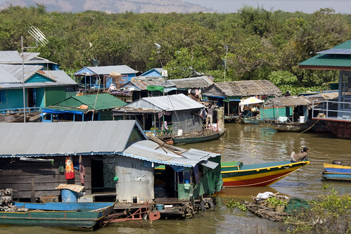 Everyday life in the lake village Tonle Sap