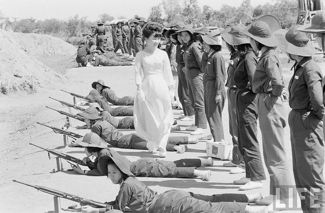 Thanh Nữ Cộng Hòa 1962 - Jun 1962 - Mrs. Dinh Nhu Ngo inspecting women's military program