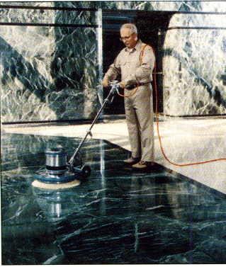 Como eliminar manchas en los pisos y paredes de marmol for Manchas en el marmol