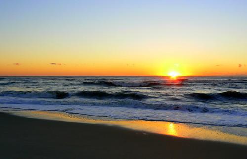 阿薩蒂格島大西洋沿岸的日出。阿薩蒂格島是美國馬里蘭州和維吉尼亞州東岸的一個離岸沙洲島。(圖:Vicki Ashton)