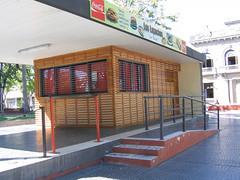 Comercio en Plaza Independencia de Melo