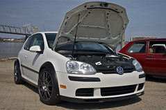 automobile, automotive exterior, wheel, volkswagen, vehicle, automotive design, rim, volkswagen r32, volkswagen gti, volkswagen golf mk5, city car, compact car, bumper, land vehicle, hatchback, volkswagen golf,