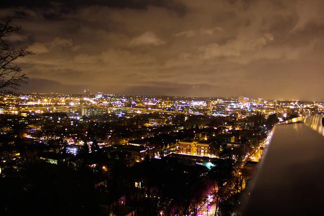 Portland Oregon at Night by Flickr CC amara photography