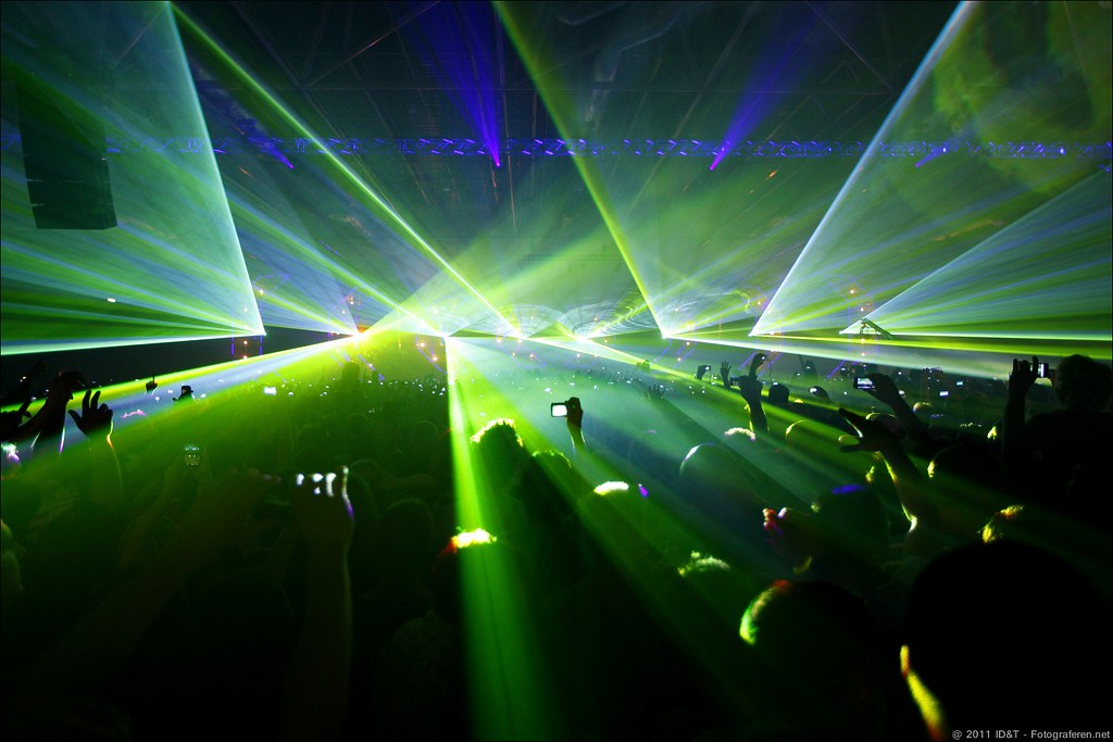 Play Mainstage lights and lasers