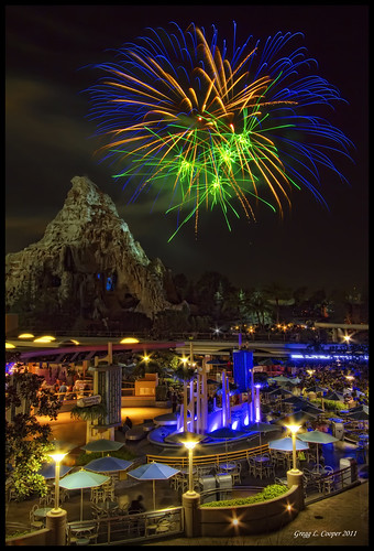 night disneyland disney matterhorn tomorrowland hdr canoneos7d fireworksfriday